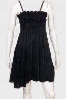 Бархатное черное платье на бретельках