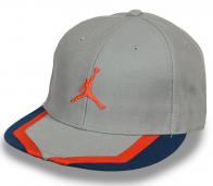 Баскетбольная бейсболка-снепбек от Air Jordan.
