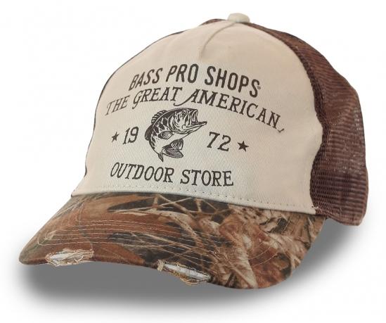 Бейсболка с символикой Bass Pro Shops® - сети магазинов снаряжения для активного отдыха. Камуфляжный дизайн, стильные потёртости и дельная сетка-вентиляция