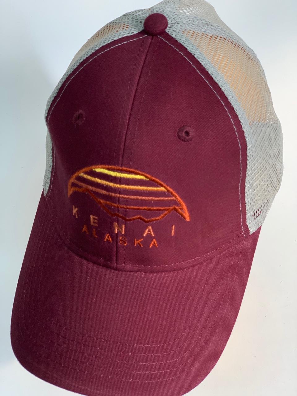 Бейсболка Alaska бордо с вышивкой на тулье и сеткой