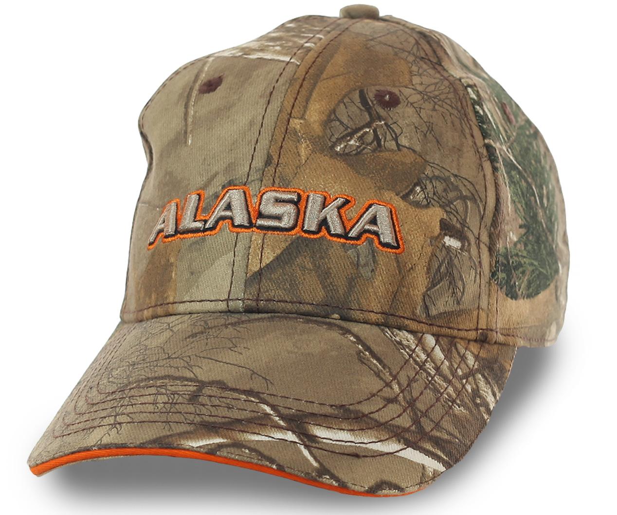 Бейсболка Alaska с камуфляжным паттерном Realtree Hardwoods. Подходит для охоты в сосняке и местности, где мало зелени. Реалистичные элементы рисунка мгновенно размывают силуэт
