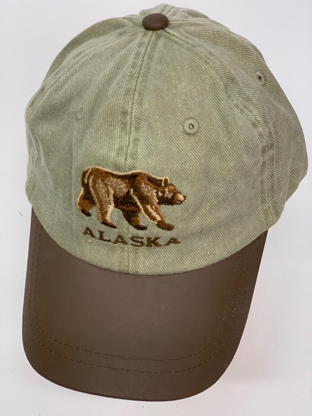 Бейсболка Alaska с вышитым медведем и кожаным козырьком