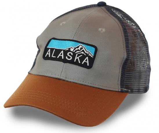 Бейсболка Аляска, фасон Trucker Hat. Нейтральный мужской дизайн, дышащая сетка и легкий материал. Защита от солнца, влажности, насекомых без перегрева головы