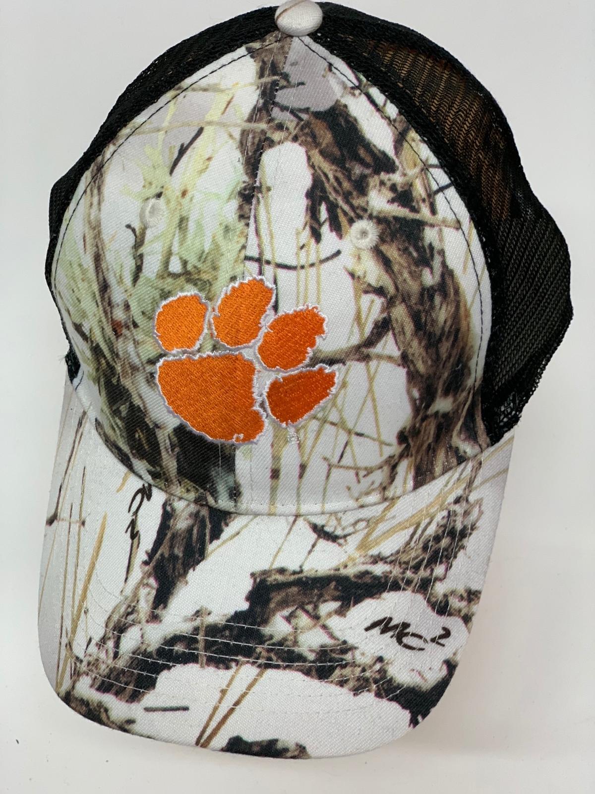 Бейсболка белый камуфляж с оранжевым следом