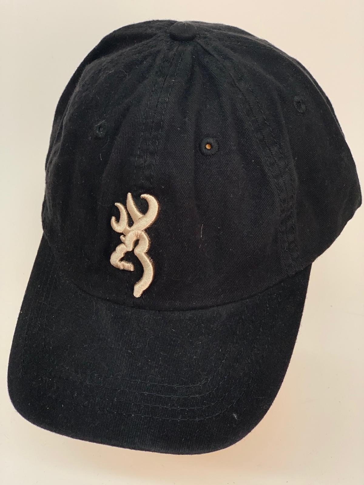 Бейсболка Browning черного цвета с бежевой вышивкой