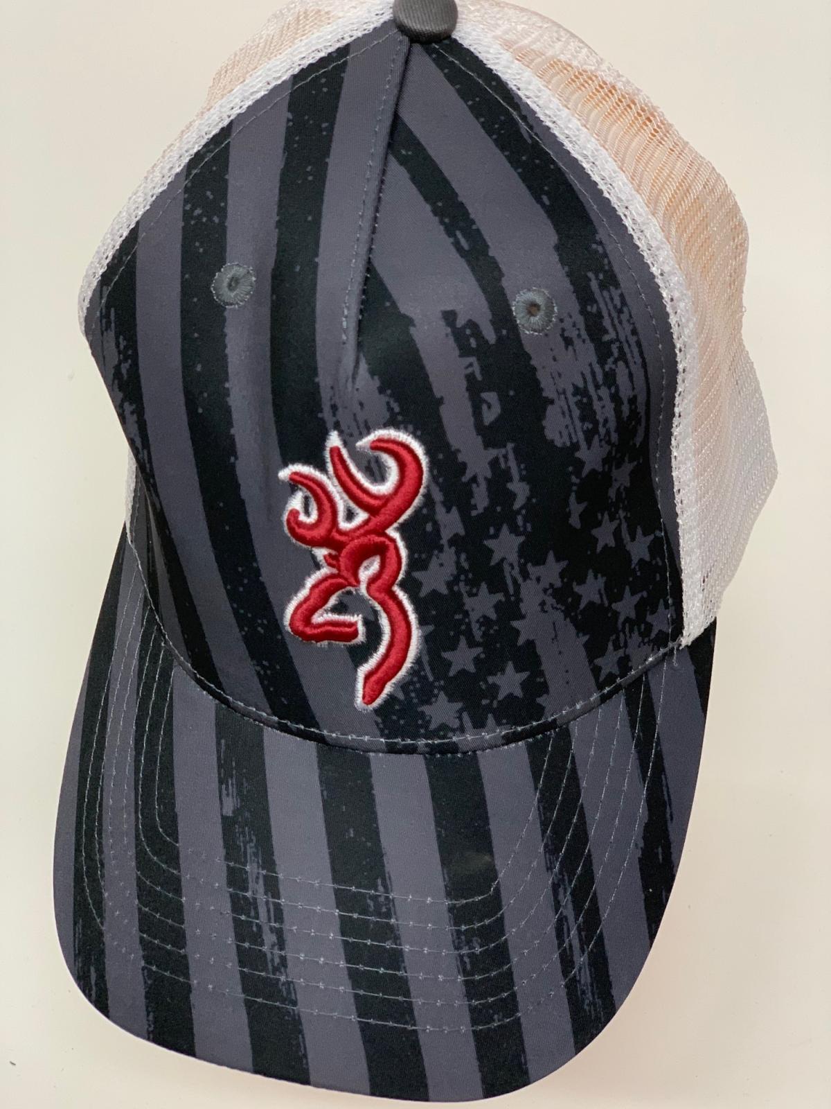 Бейсболка Browning с белой сеткой и красной вышивкой
