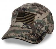 Армейская бейсболка с вышитым флагом USA.