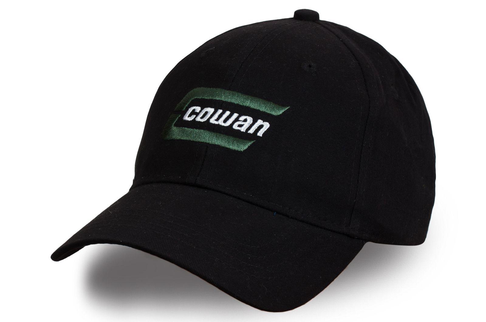 Бейсболка с брендовым логотипом