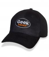 Фирменная черная бейсболка Geek Squad.