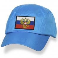 Вышитая бейсболка с гербом РФ и триколором.