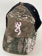 Бейсболка камуфляж Browning с черным тылом и принтом на козырьке
