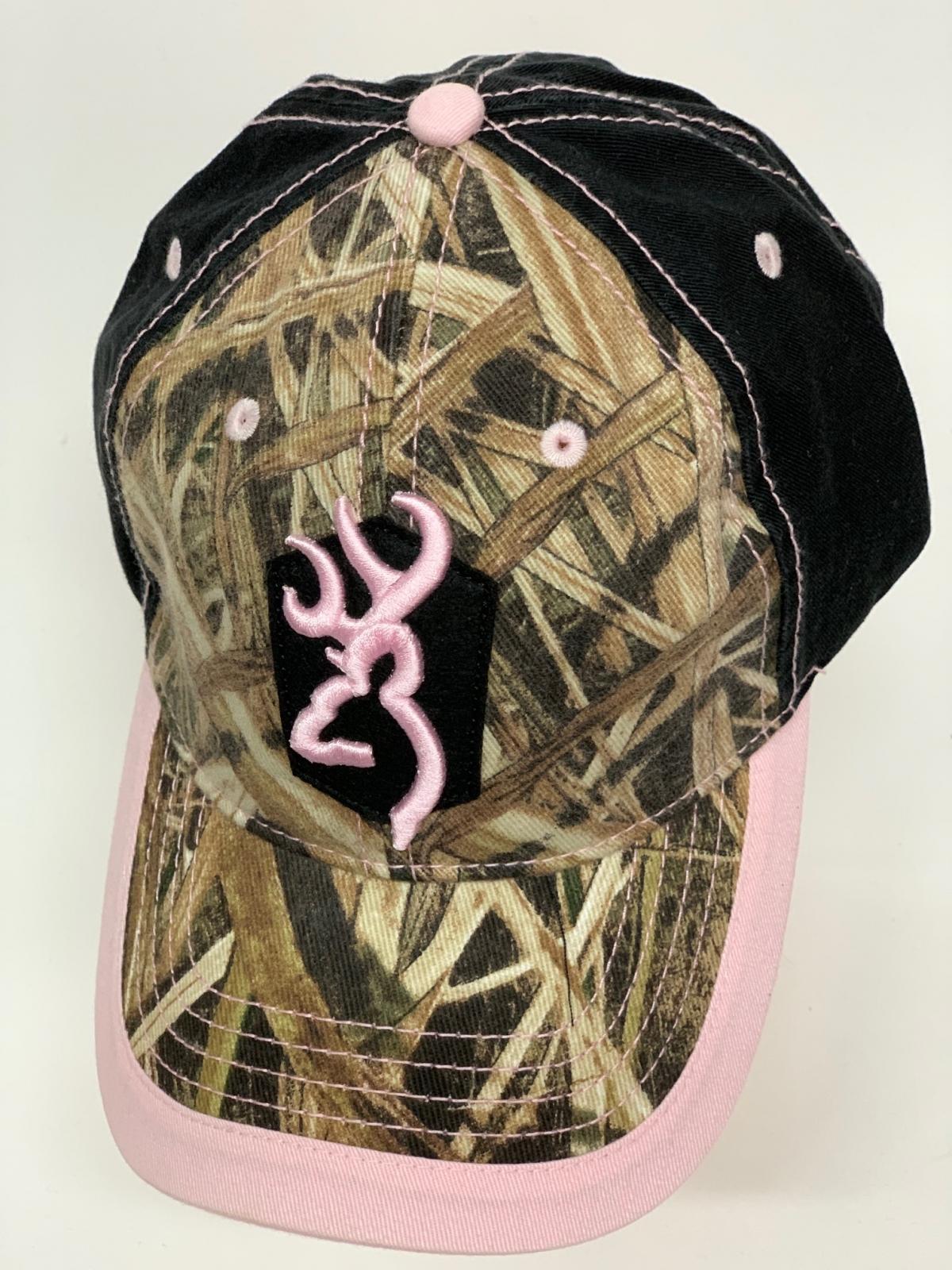 Бейсболка камуфляж Browning с черным тылом и розовой вышивкой