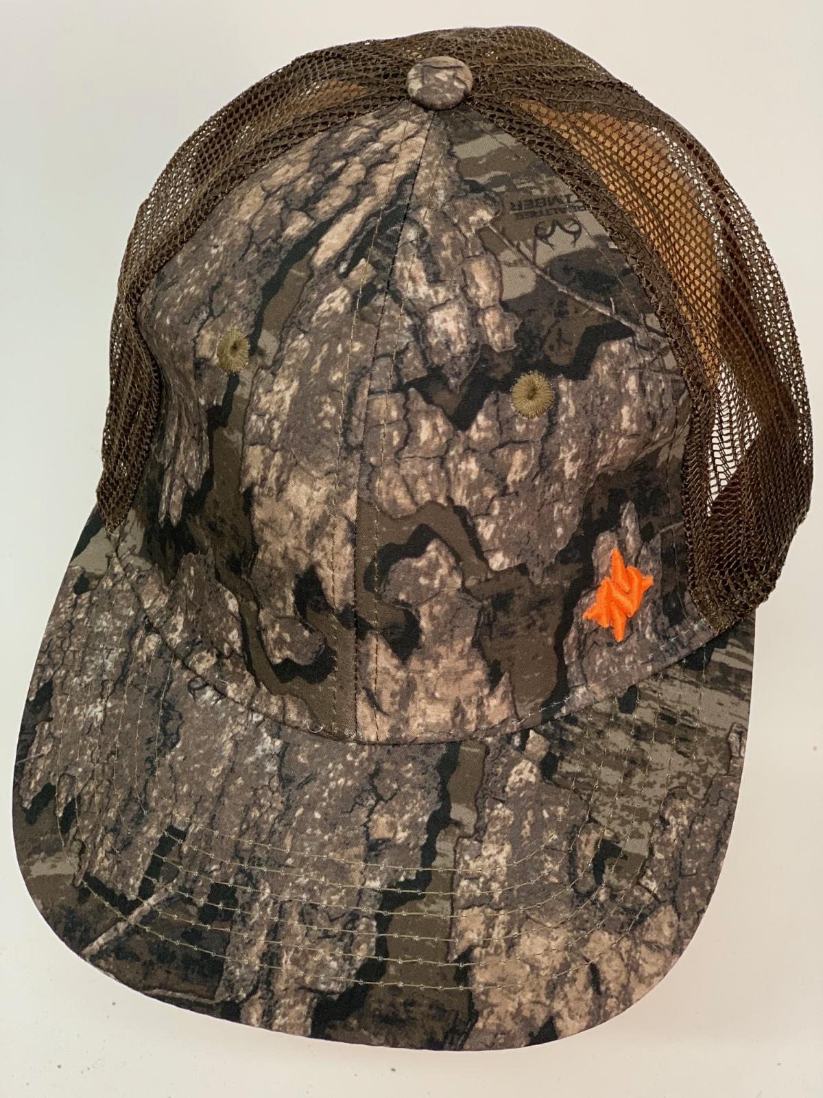 Бейсболка камуфляж лес с сеткой и небольшой вышивкой