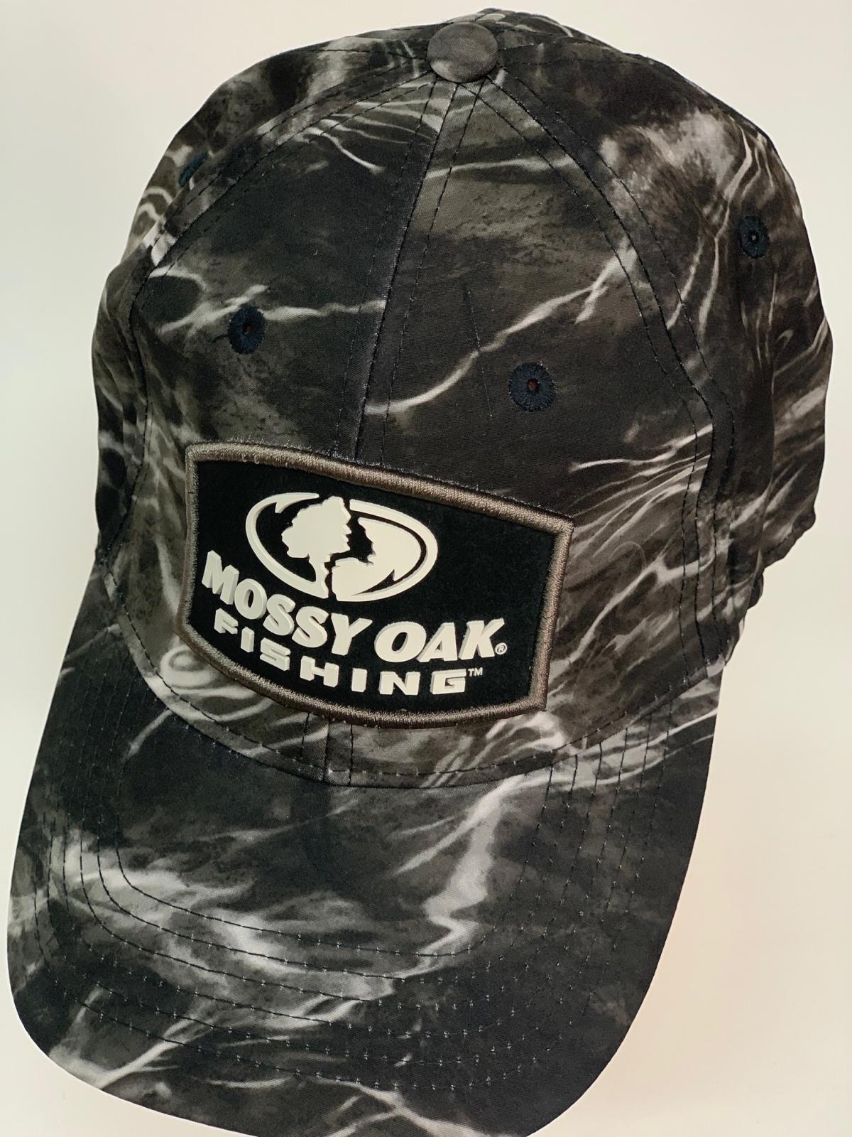 Бейсболка камуфляж Mossy Oak с черно-белой нашивкой