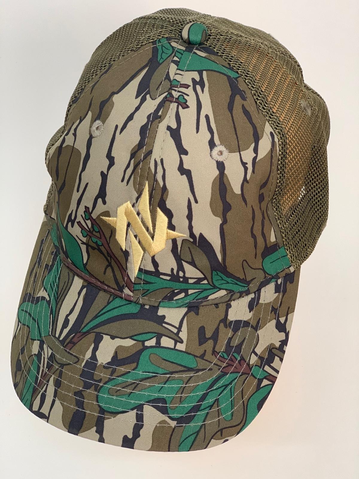 Бейсболка камуфляж с вышивкой и оливковой сеткой