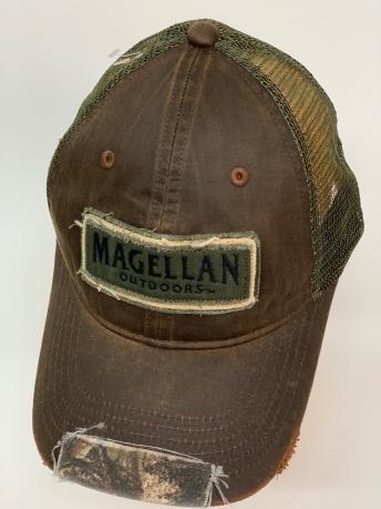 Бейсболка Magellan с камуфляжной нашивкой на козырьке