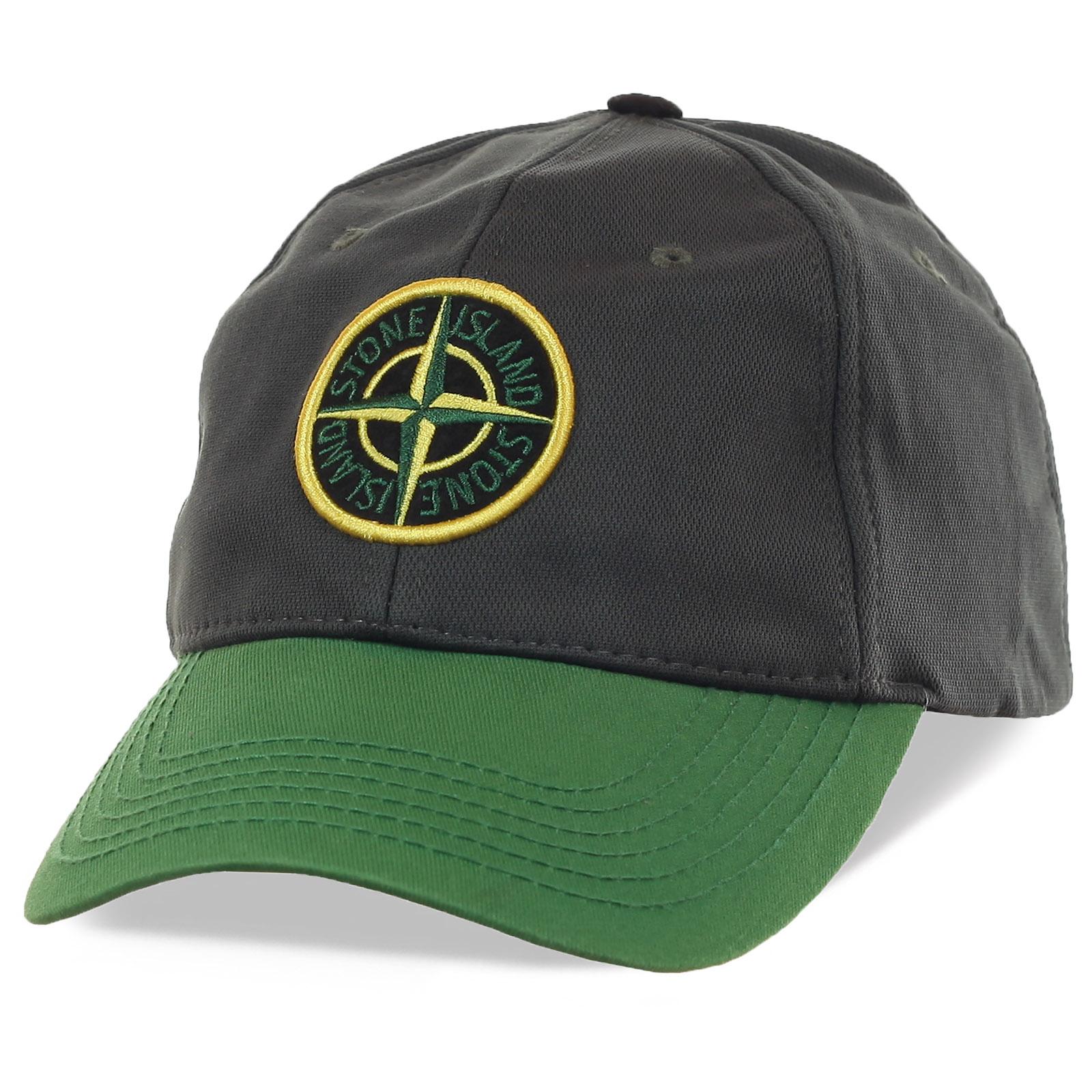 Бейсболка от бренда Stone Island – производителя одежды и аксессуаров премиум класса. Узнаваемая во всем мире эмблема, которая прокричит, что ты «СВОЙ»!