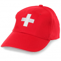 Контрастная бейсболка с белым крестом на красном фоне – символика самого гуманного флага Швейцарии