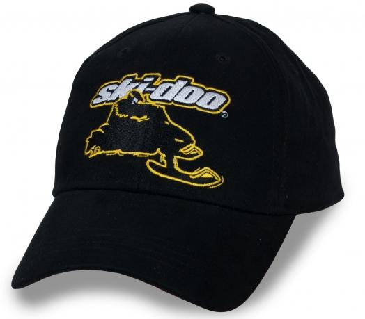Черная бейсболка с логотипом экстримального бренда