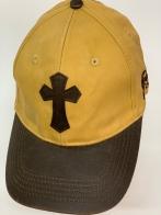 Бейсболка с нашитым крестом и кожаным козырьком