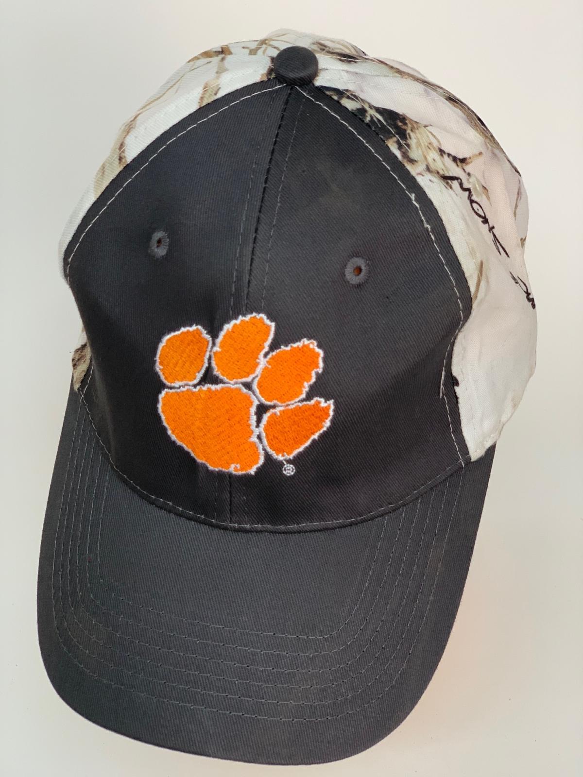 Бейсболка с оранжевым следом и камуфляжным тылом