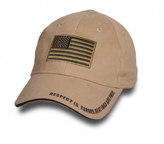 Бейсболка с патчем американского флага.