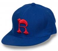 Синяя бейсболка с рэперской вышивкой.