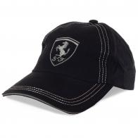 Черная бейсболка Scuderia Ferrari – магнит для девчонок