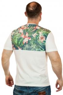 Белая мужская футболка Max Young Men с цветочным экзотическим рисунком. Смелое дизайнерское решение