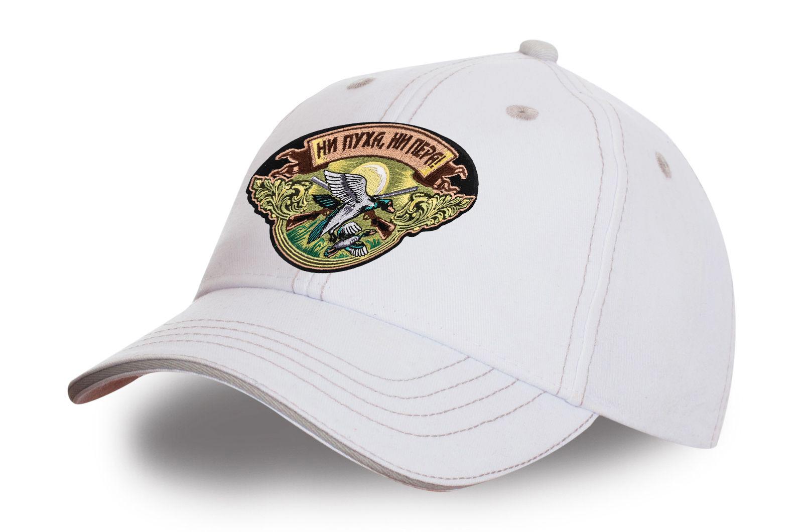 Белая бейсболка для охотника