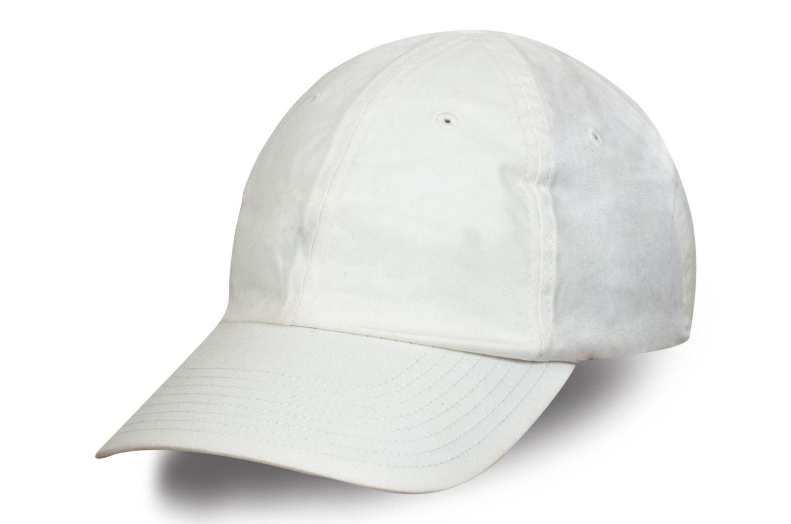 Белая бейсболка для пикника