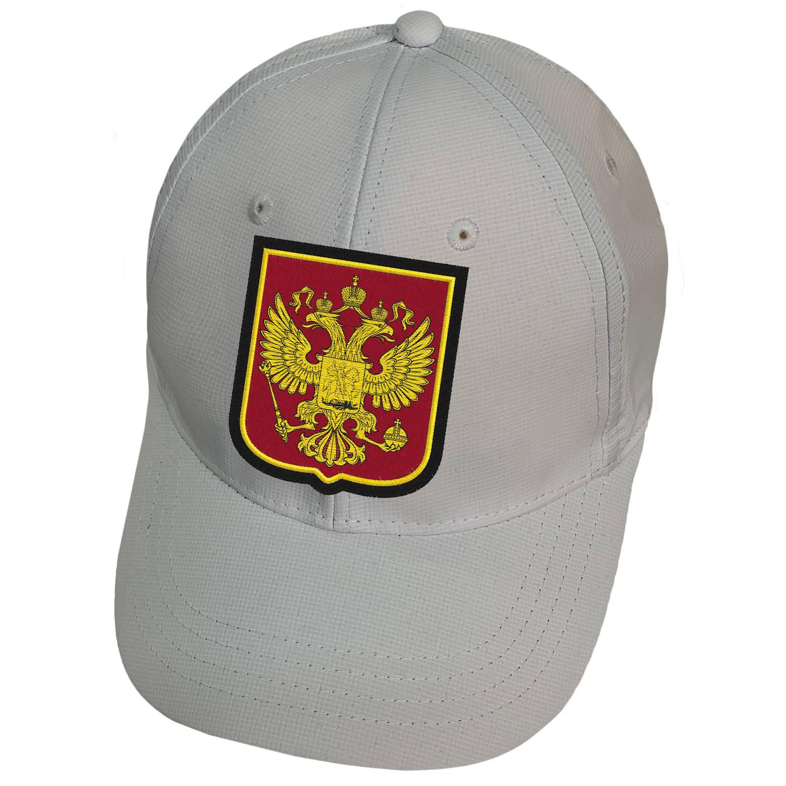 Белая бейсболка с гербом России