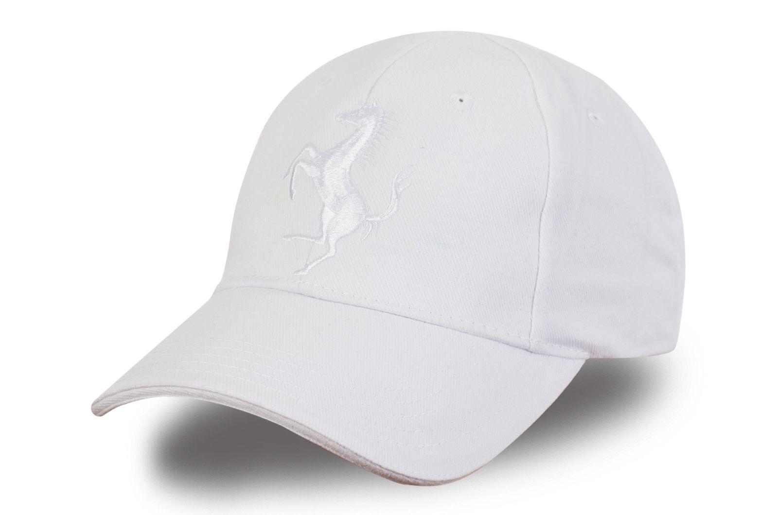 Белая бейсболка с логотипом - купить в интернет-магазине с доставкой