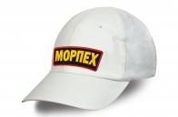 Белая бейсболка с надписью МОРПЕХ.