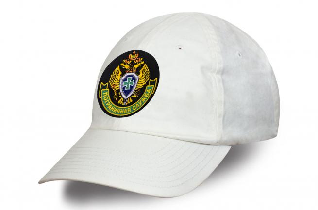 Белая бейсболка с вышитой эмблемой ПС ФСБ России