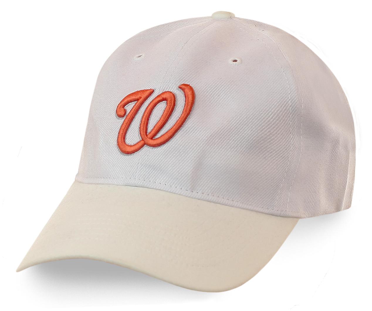 Белая бейсболка унисекс