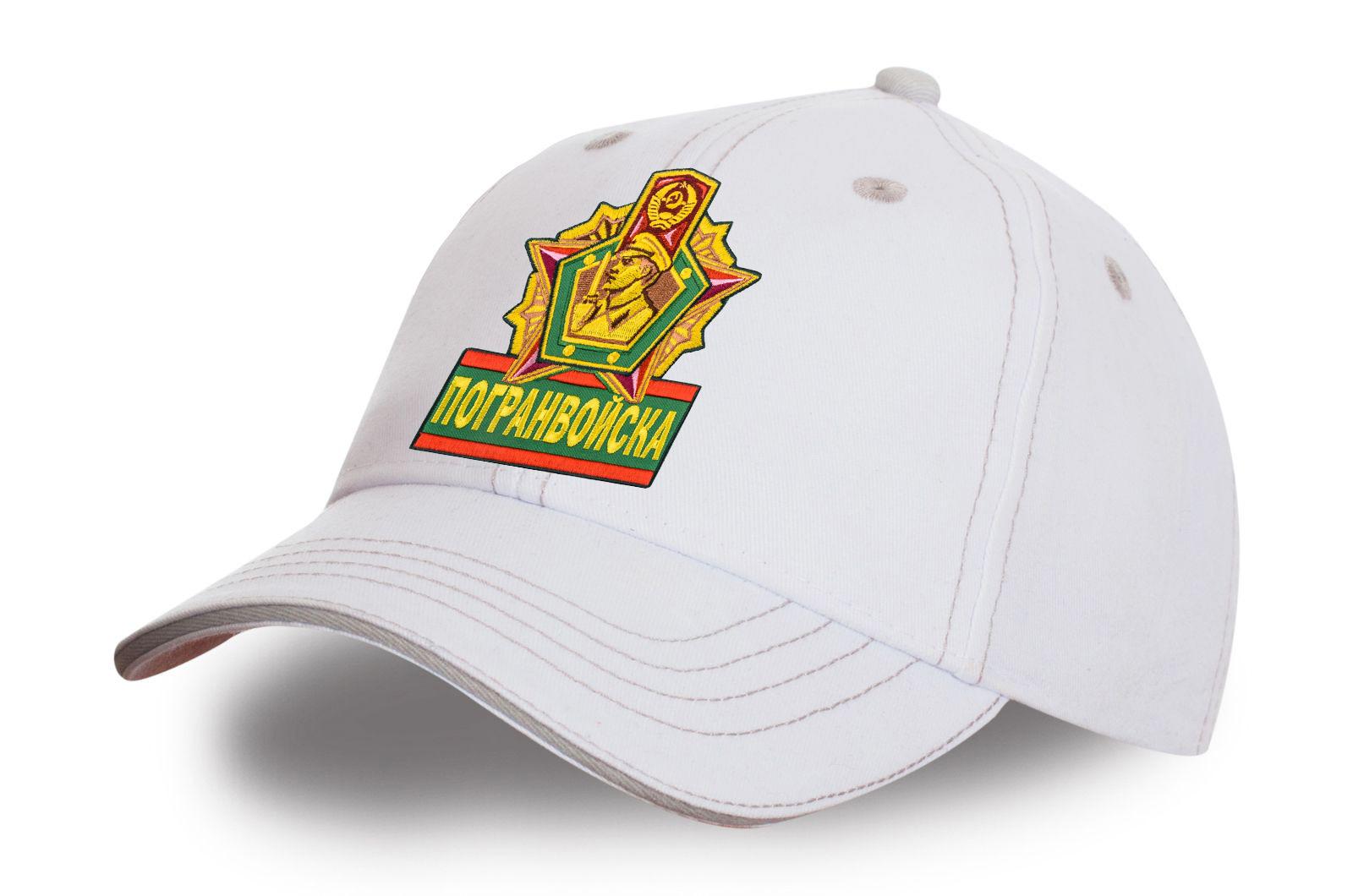 Белая кепка с вышивкой Погранвойска.