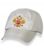 Белая надежная кепка-пятипанелька с термонаклейкой Герб России