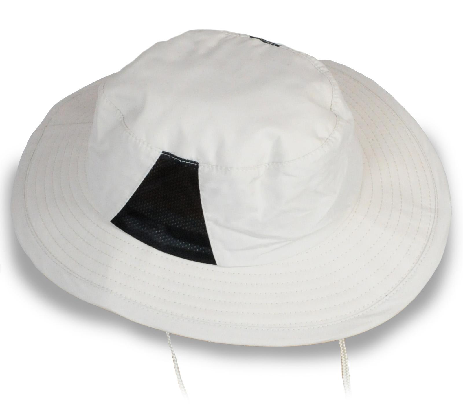 Белая панама с ремешком