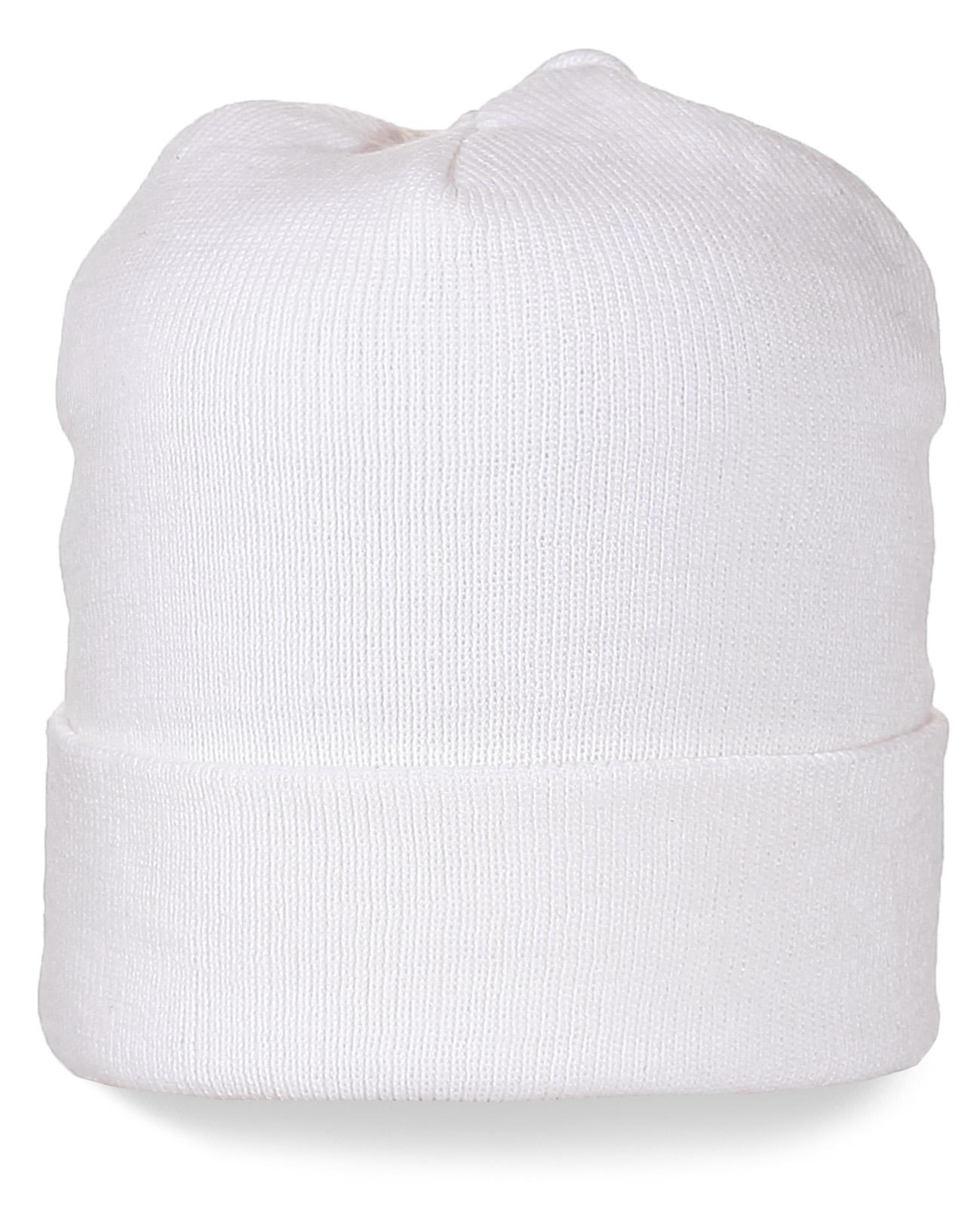 Белая шапка с подворотом. Модный головной убор на все случаи жизни