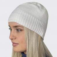 Белая женская шапочка