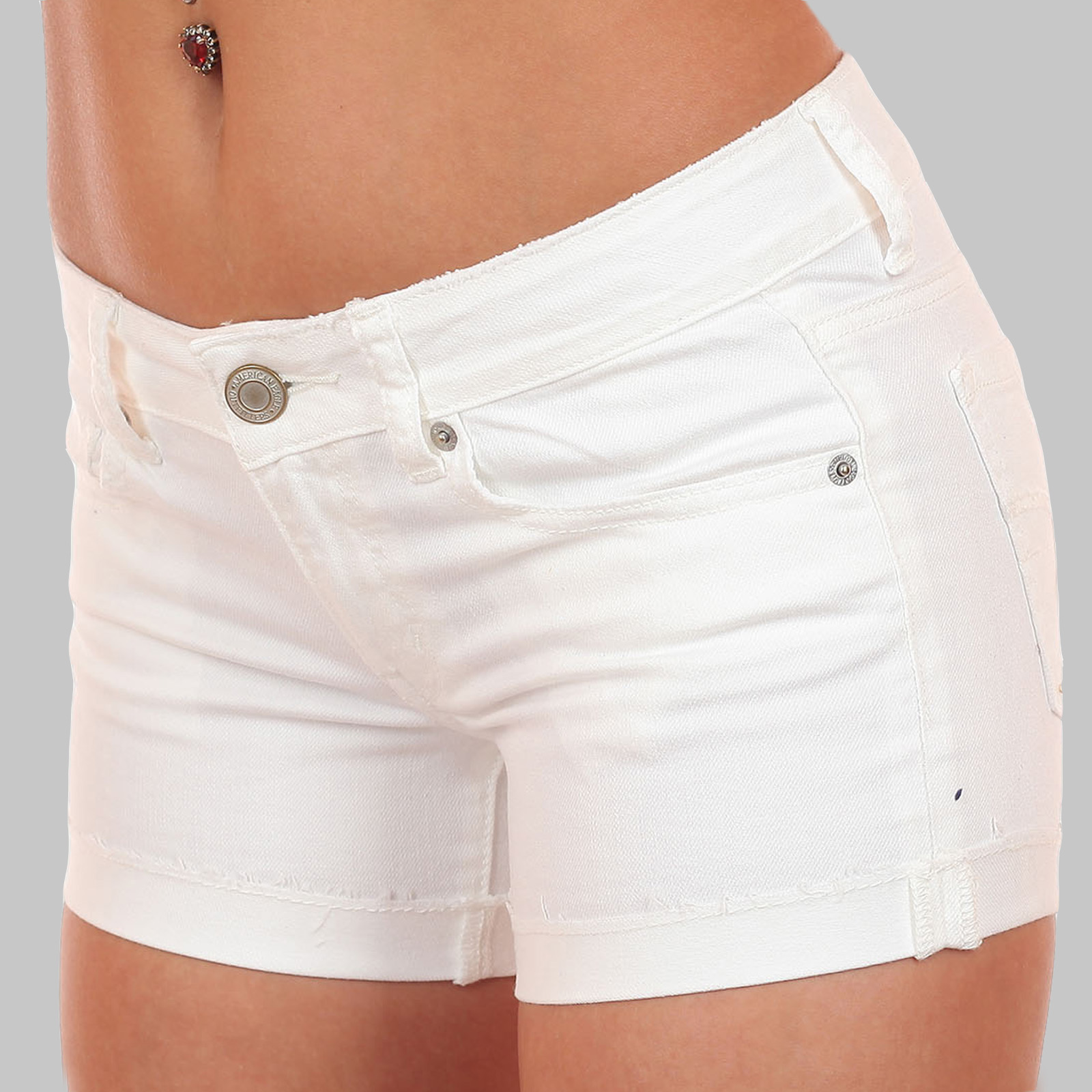 Белые джинсовые шорты, модель 2017 года по сниженной цене
