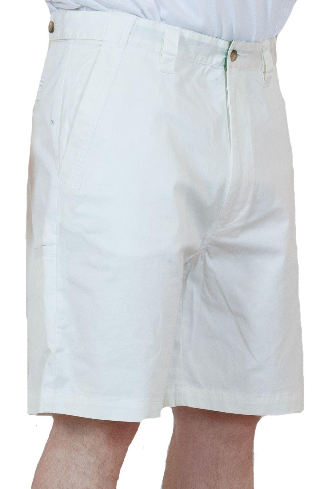 Белые мужские шорты для летнего отпуска - вид сбоку