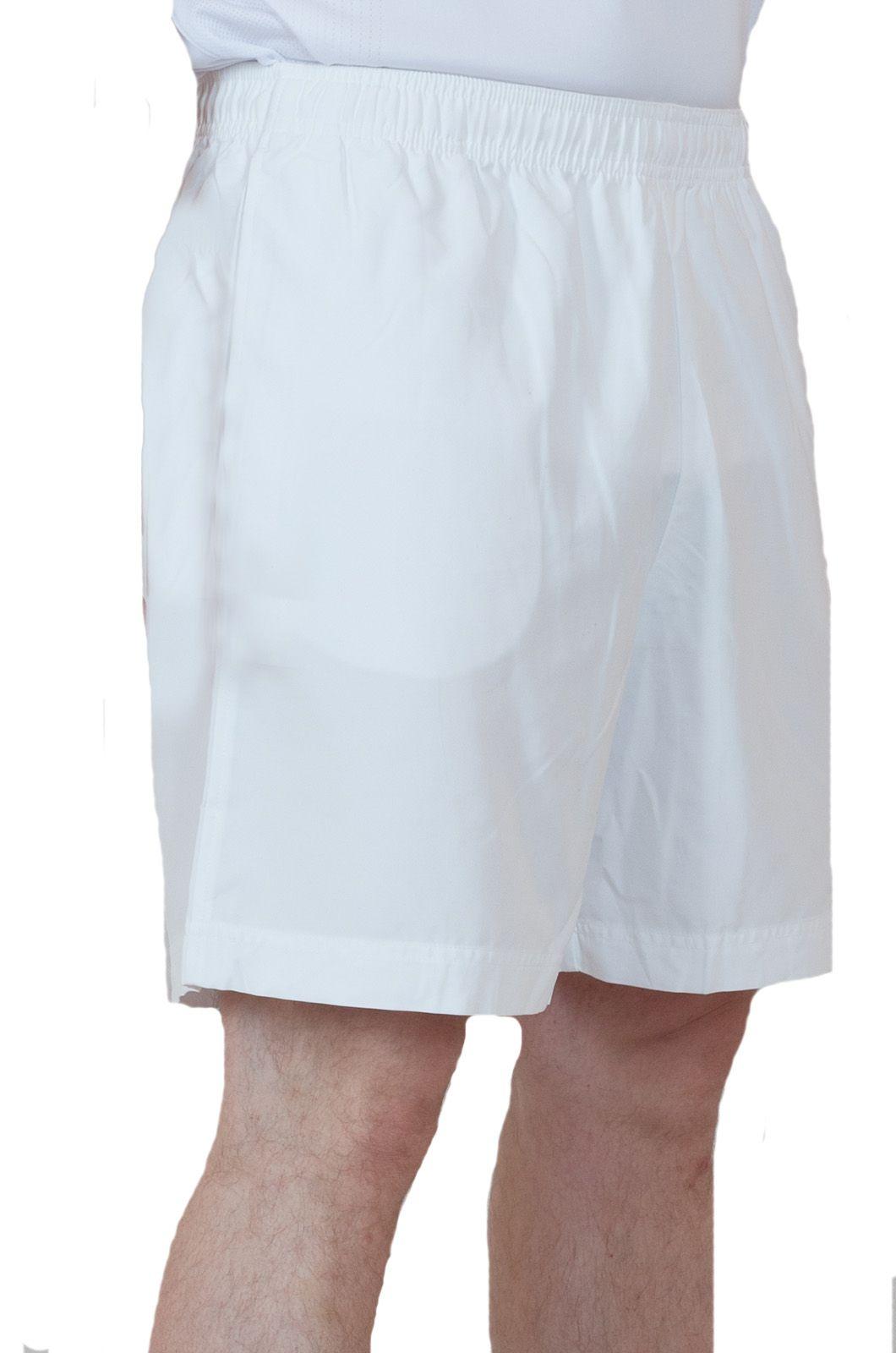 Белые шорты для стильных мужчин - вид сбоку