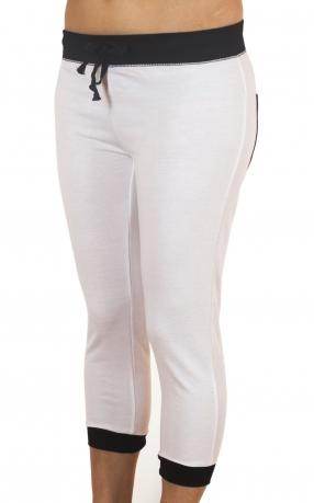 Белые спортивные брюки капри Coco Limon - вид спереди
