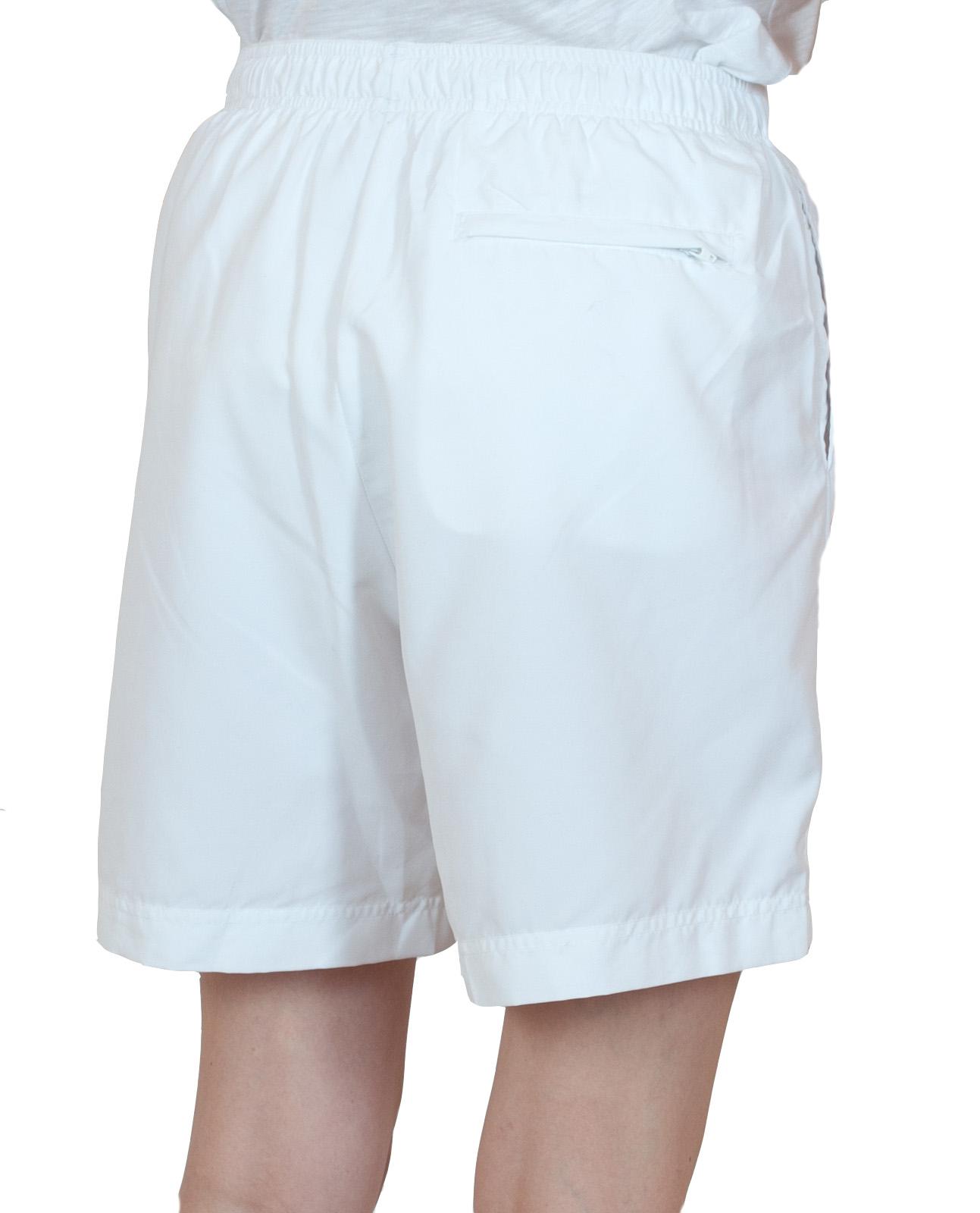 Белые женские шорты спортивного стиля - вид сзади
