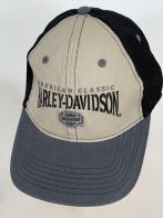 Бежевая бейсболка Harley-Davidson с серым козырьком и черной сеткой