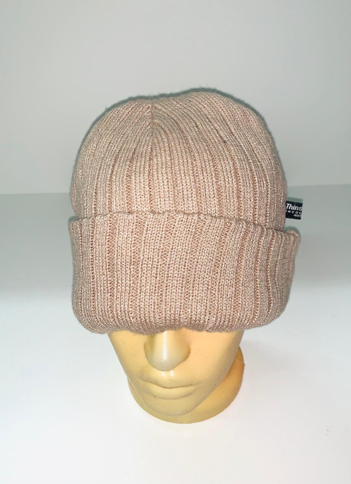 Бежевая модная шапка
