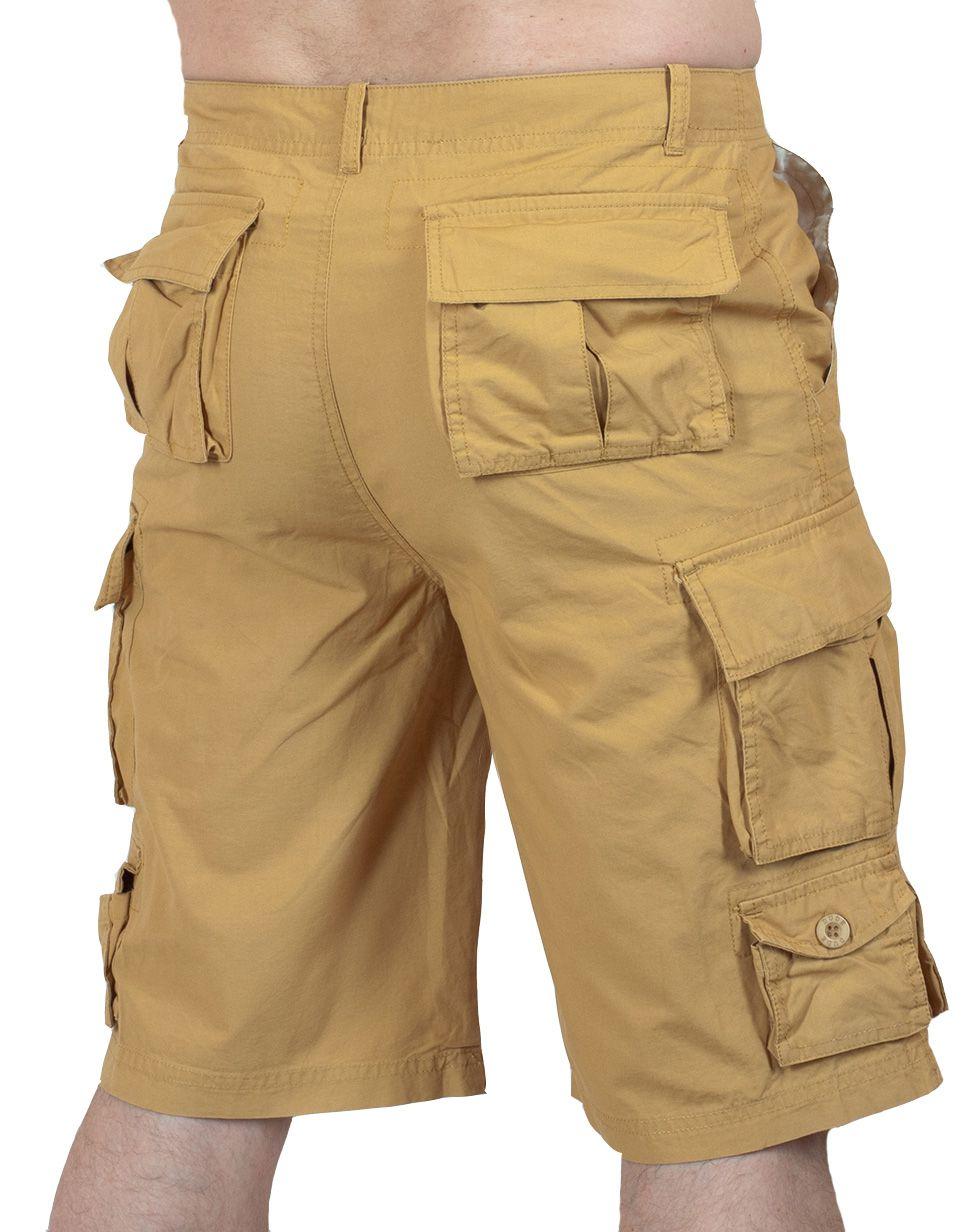 Бежевые шорты карго - вид сзади