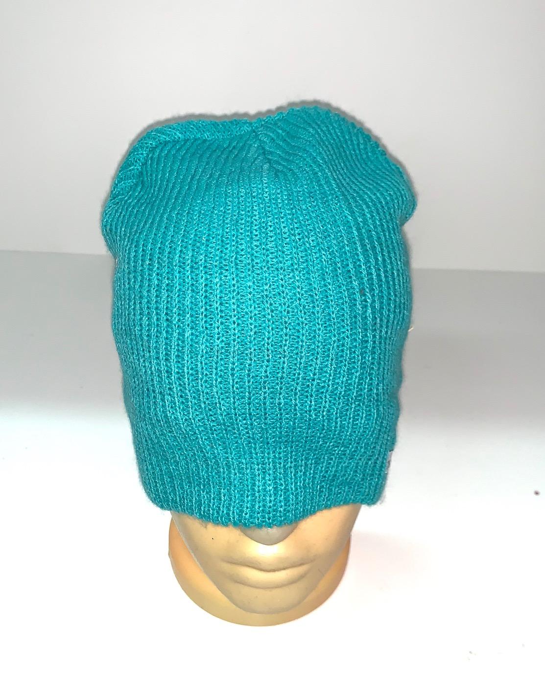 Бирюзовая топовая шапка